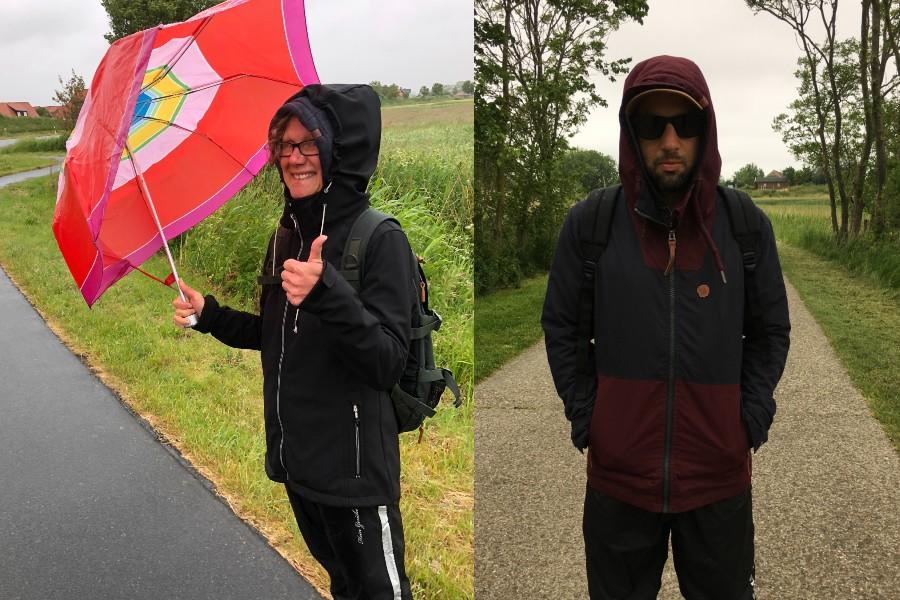 Menschen beim Spaziergang im Regen
